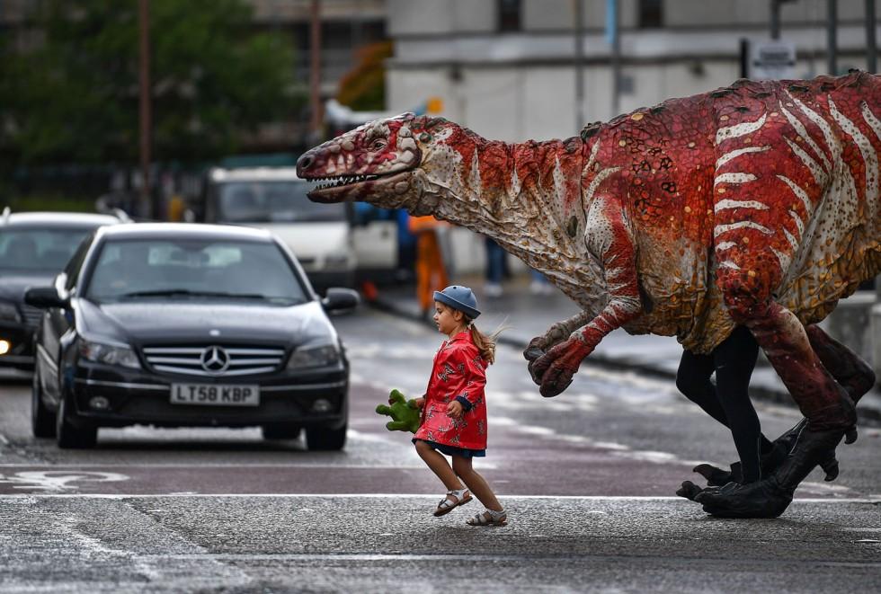 'Dinosaur's Zoo' Hits Edinburgh For Fringe